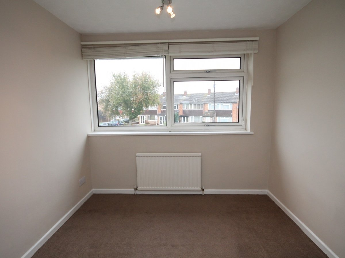 3 bedroom  House to rent in Aylesbury - Slide 7