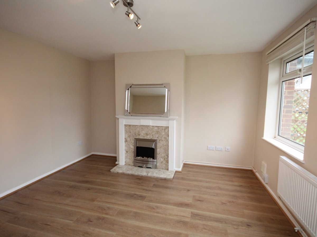 3 bedroom  House to rent in Aylesbury - Slide 2