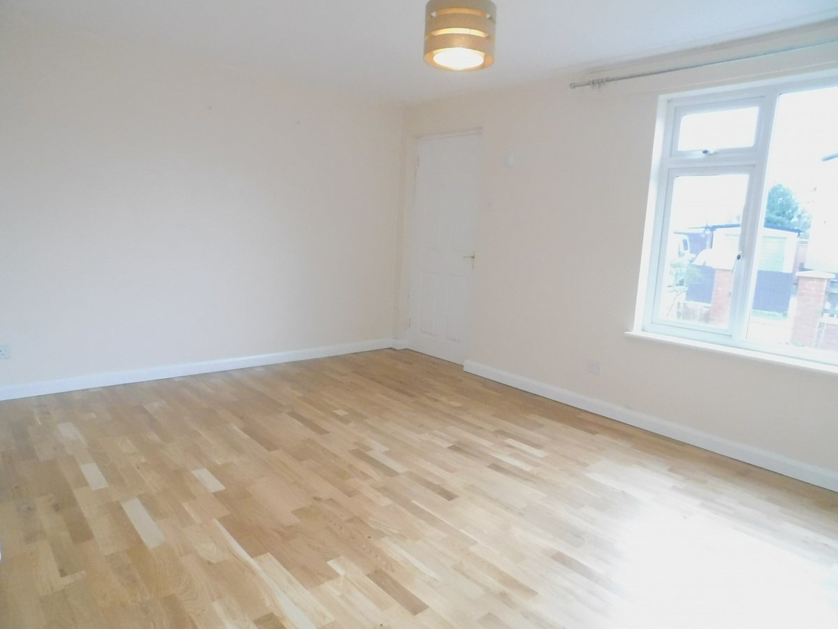 3 bedroom  House to rent in Harrow - Slide 2
