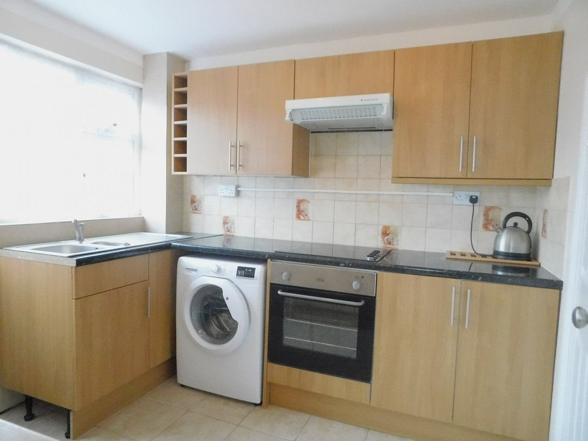 3 bedroom  House to rent in Harrow - Slide 3