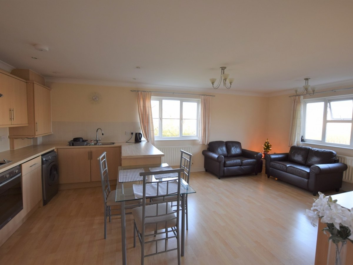 Property to rent in Bicester - Slide 2