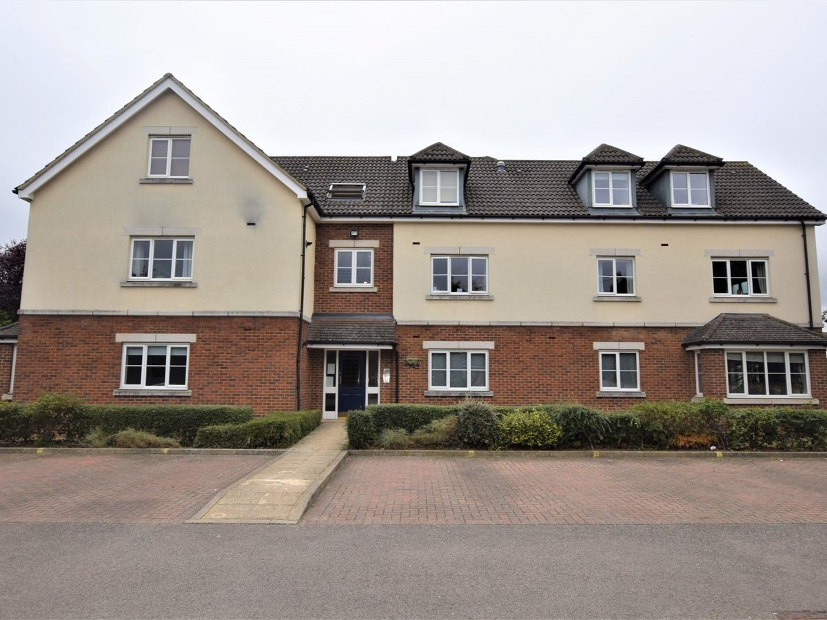 Property to rent in Bicester - Slide 1