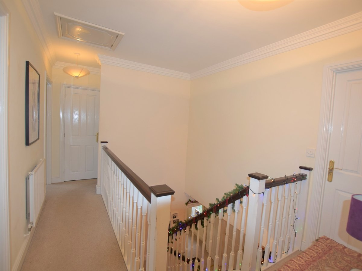 5 bedroom  House to rent in Bicester - Slide 11