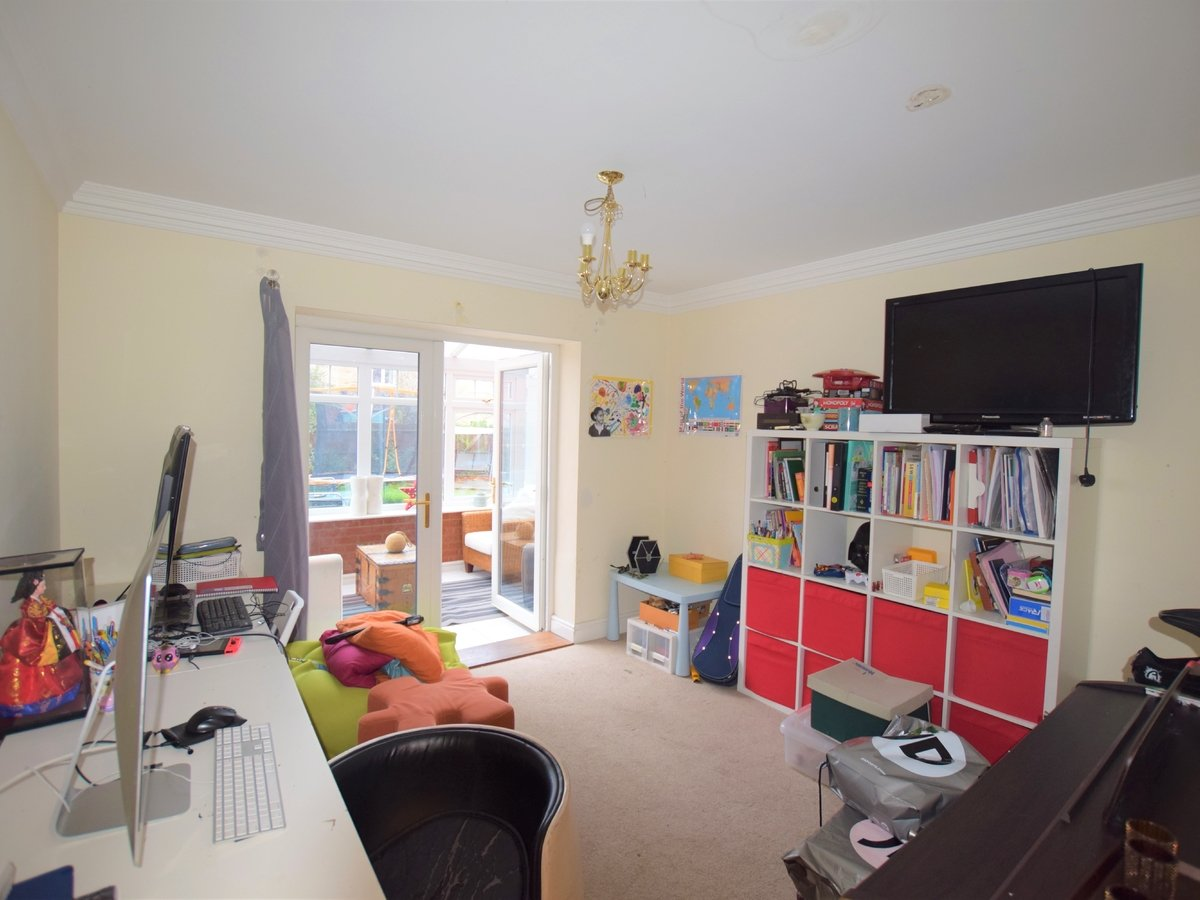 5 bedroom  House to rent in Bicester - Slide 5