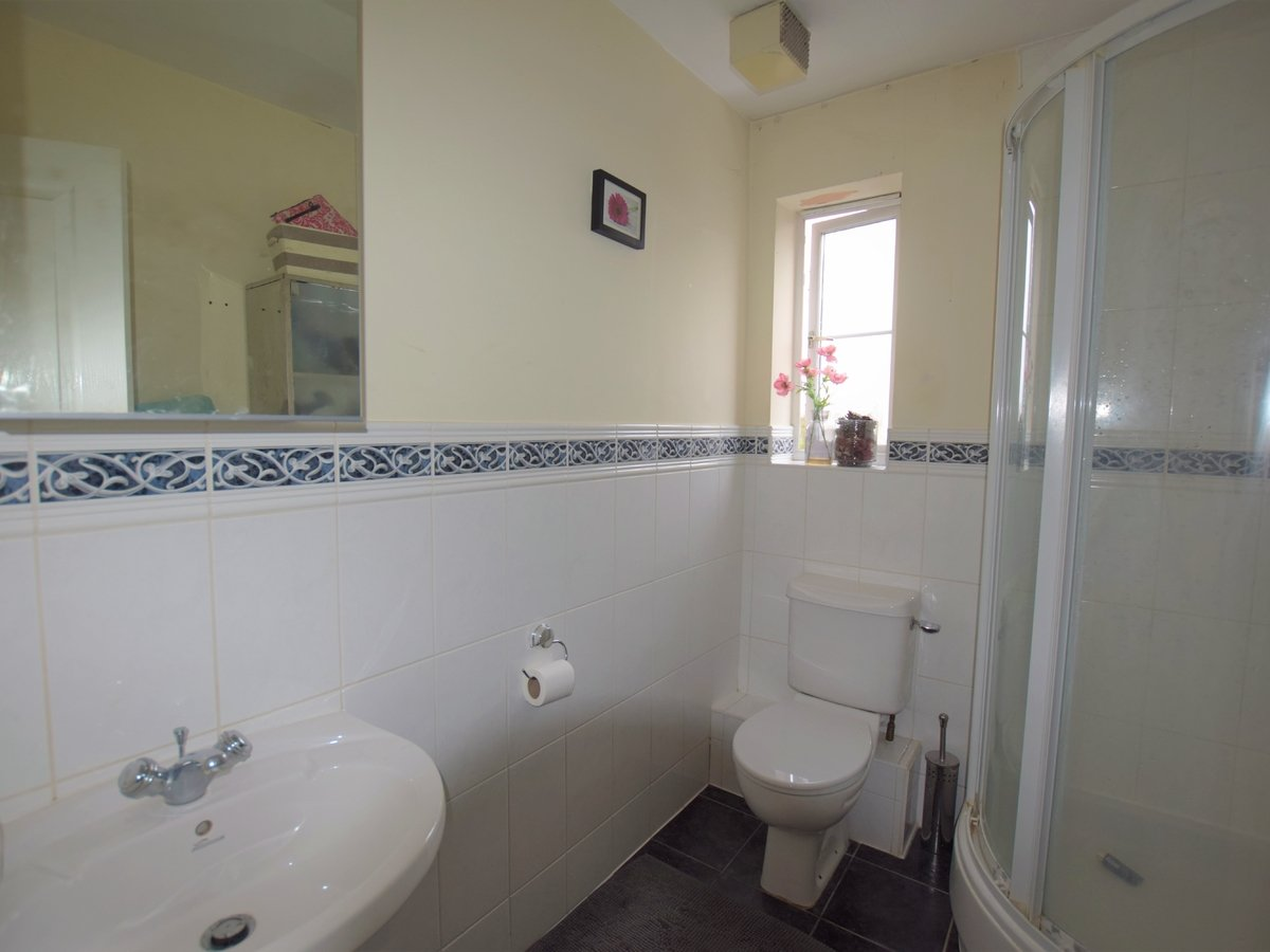 5 bedroom  House to rent in Bicester - Slide 10