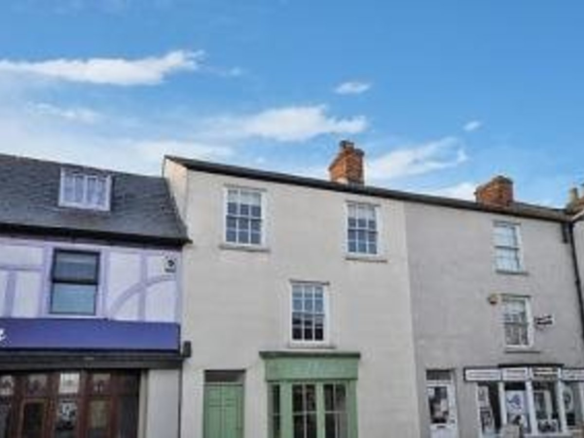1 bedroom  House to rent in Bicester - Slide 1