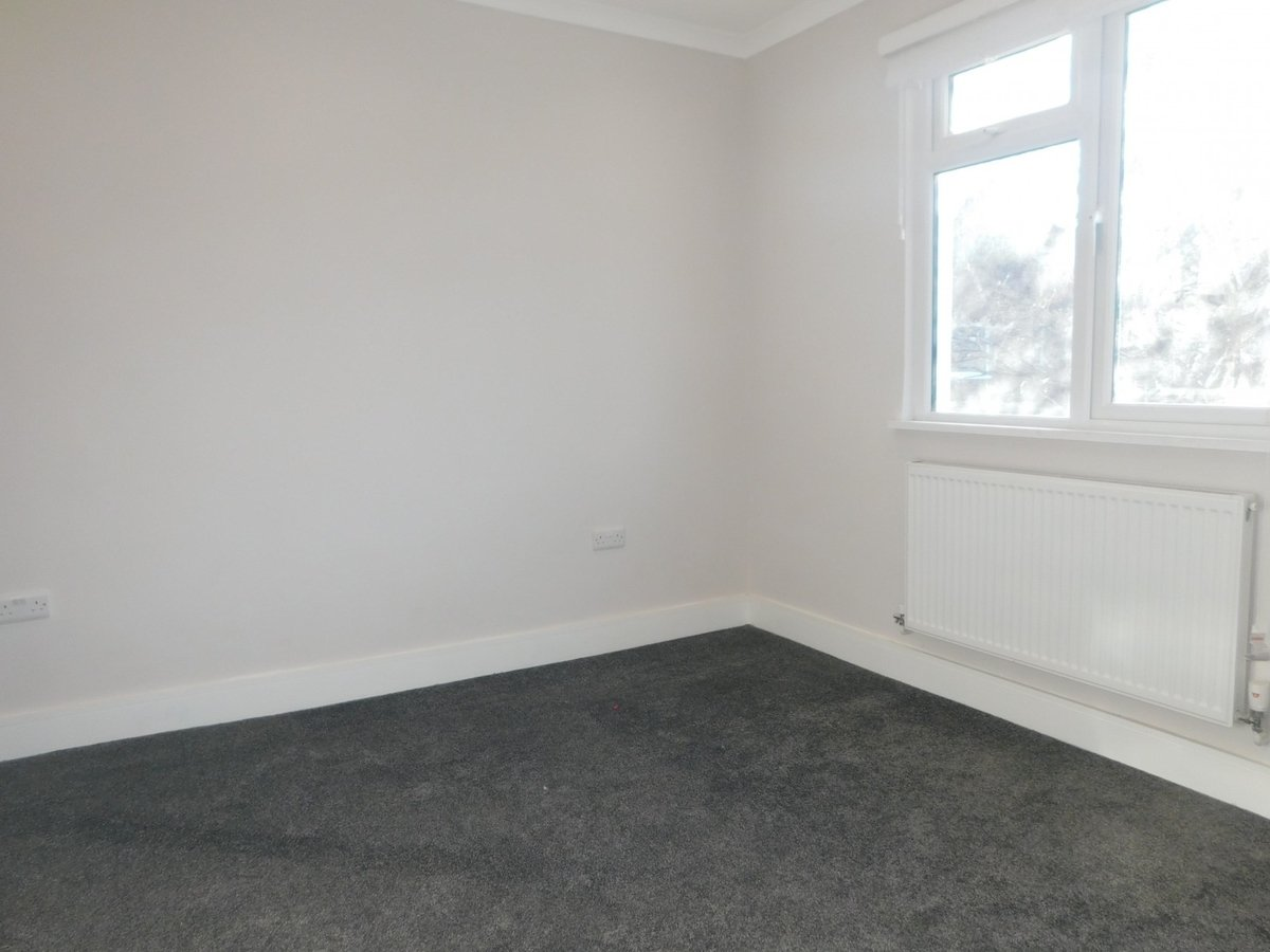 2 bedroom  Flat to rent in Harrow - Slide 2