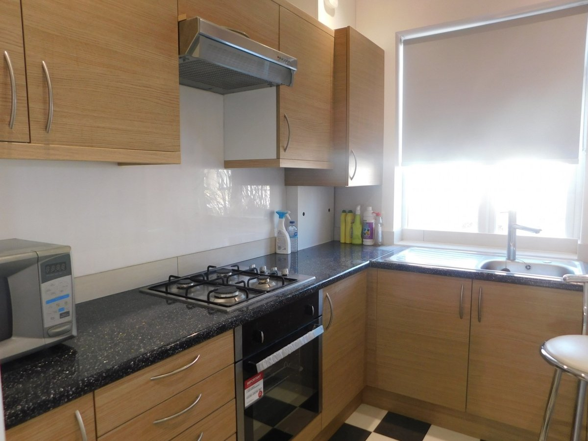 2 bedroom  Flat to rent in Harrow - Slide 3