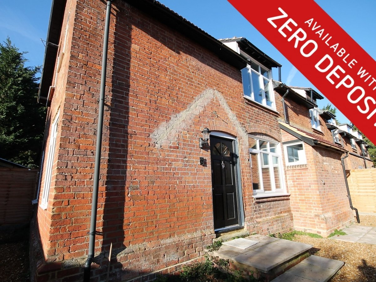 Apartment to rent in Whitchurch - Slide 1