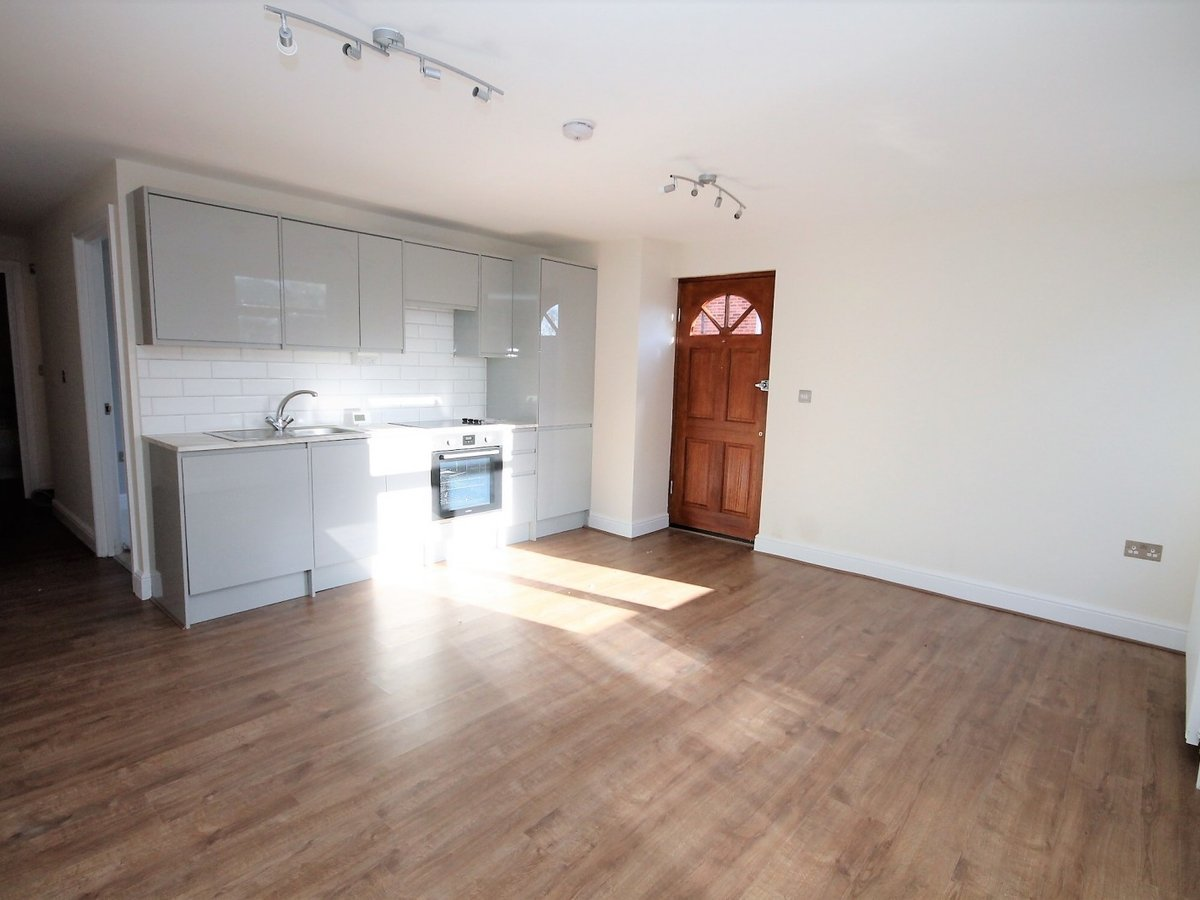 Apartment to rent in Whitchurch - Slide 3