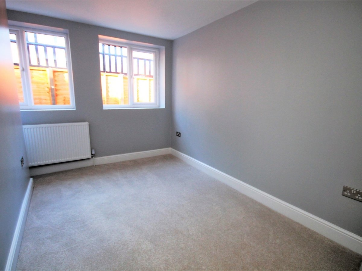 2 bedroom  Apartment to rent in Whitchurch - Slide 5