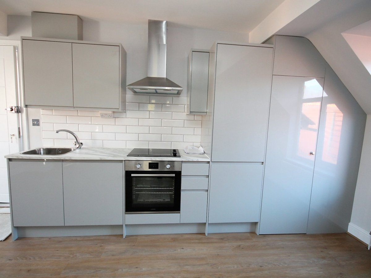 2 bedroom  Apartment to rent in Whitchurch - Slide 4