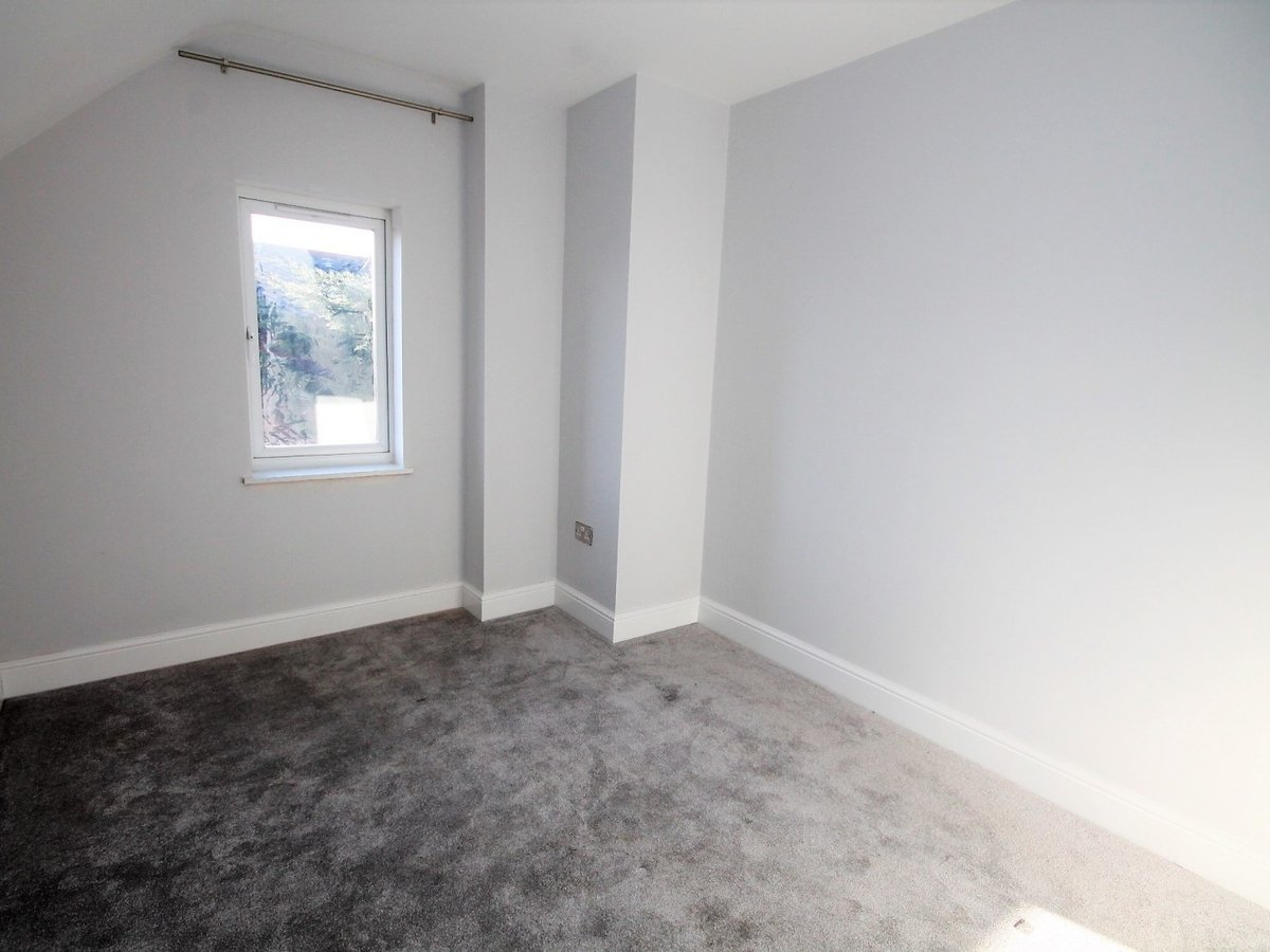 Apartment to rent in Whitchurch - Slide 6