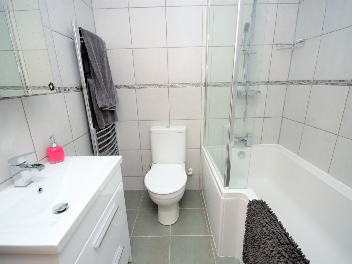 2 bedroom  Flat to rent in Whitchurch - Slide 14