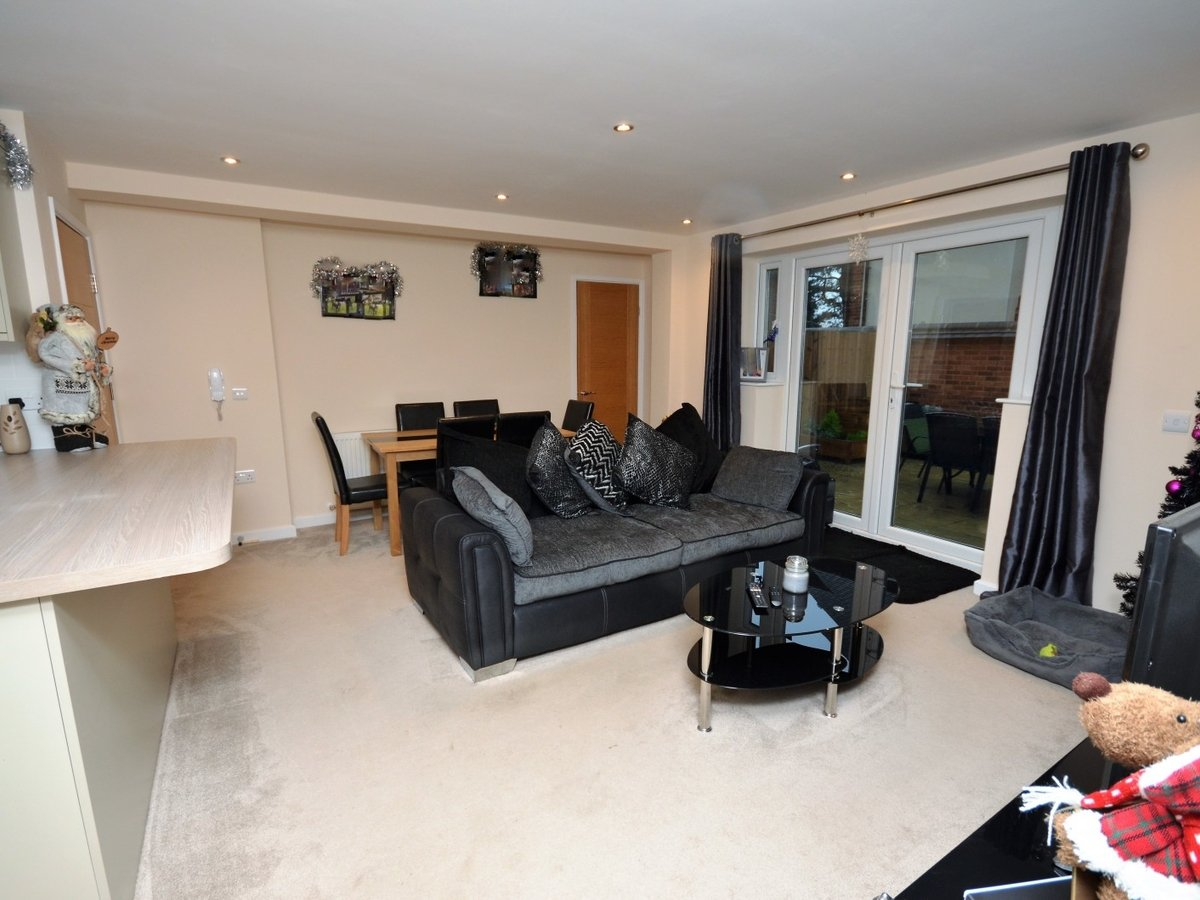 2 bedroom  Flat to rent in Whitchurch - Slide 7