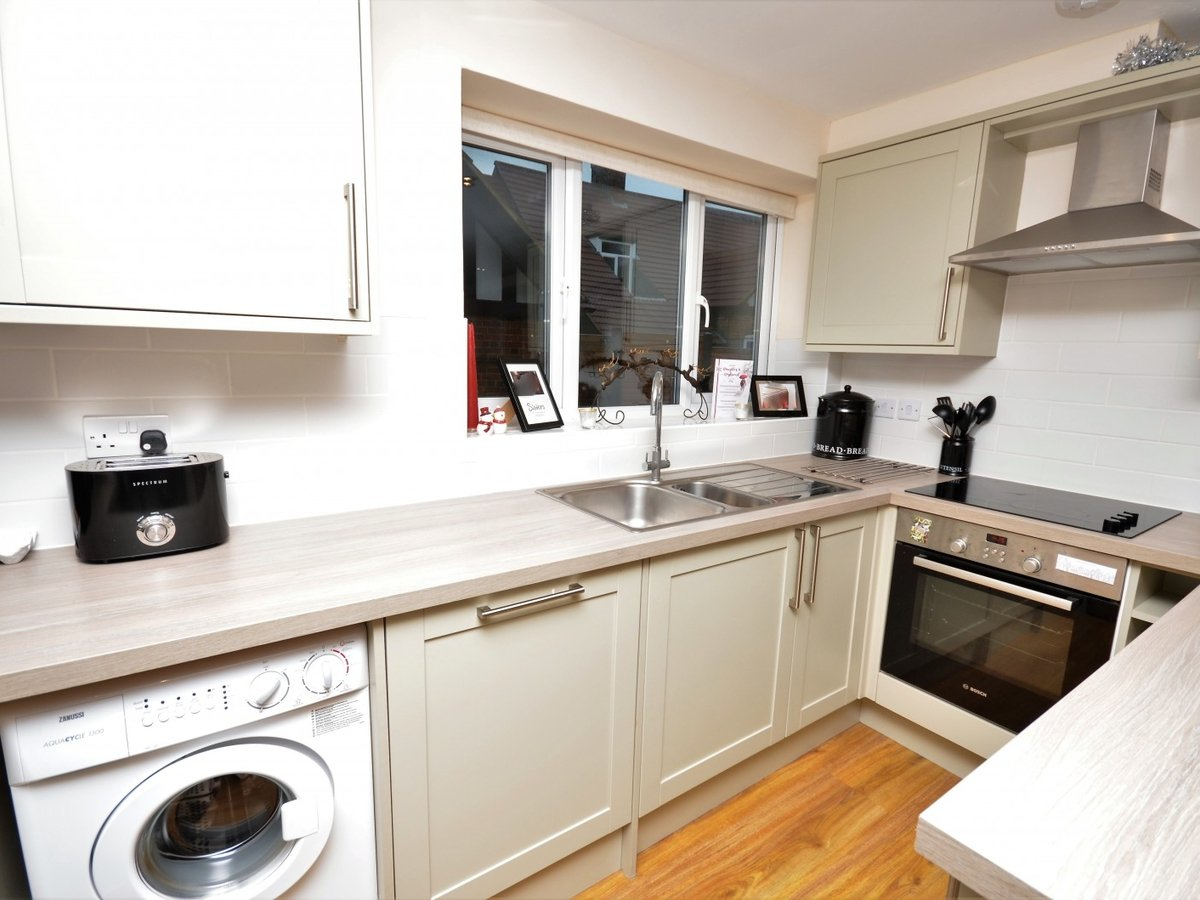 2 bedroom  Flat to rent in Whitchurch - Slide 9