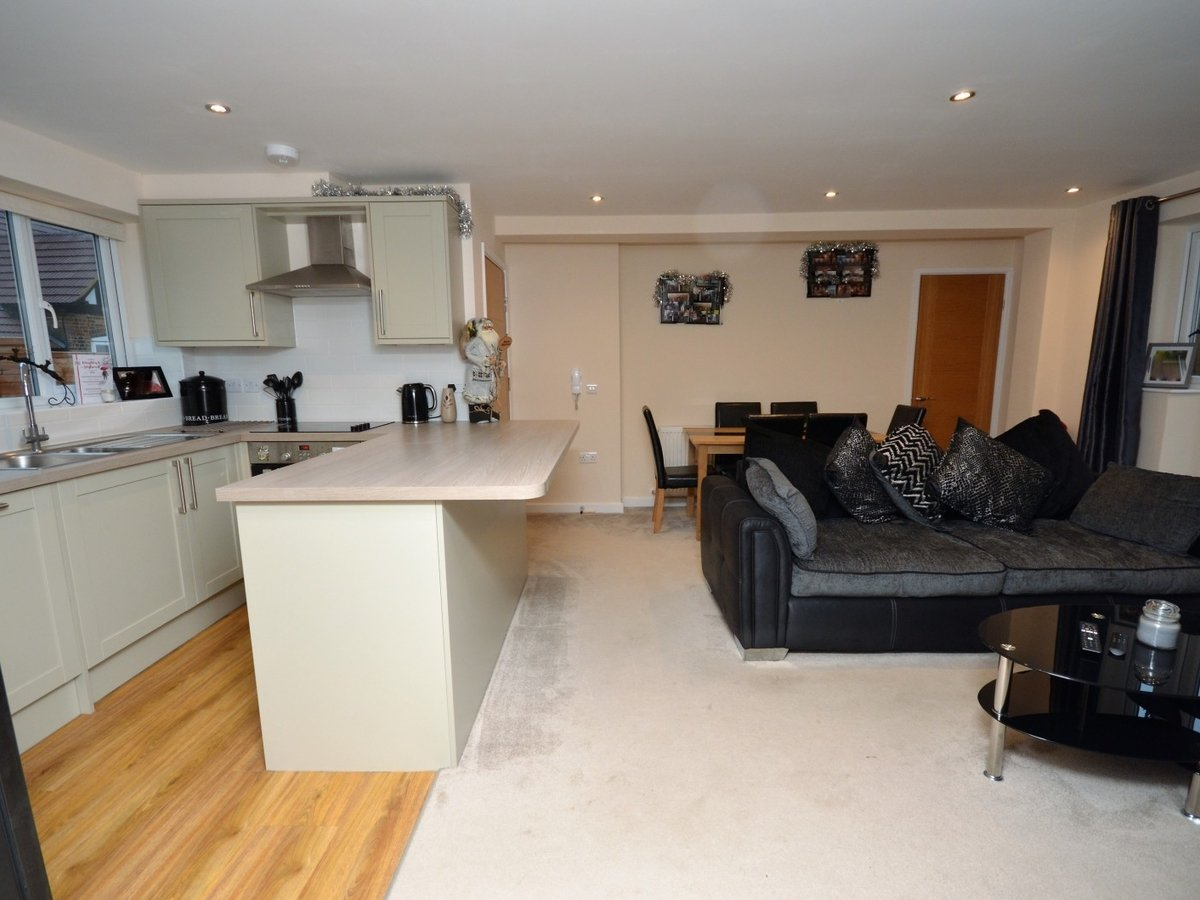 2 bedroom  Flat to rent in Whitchurch - Slide 8