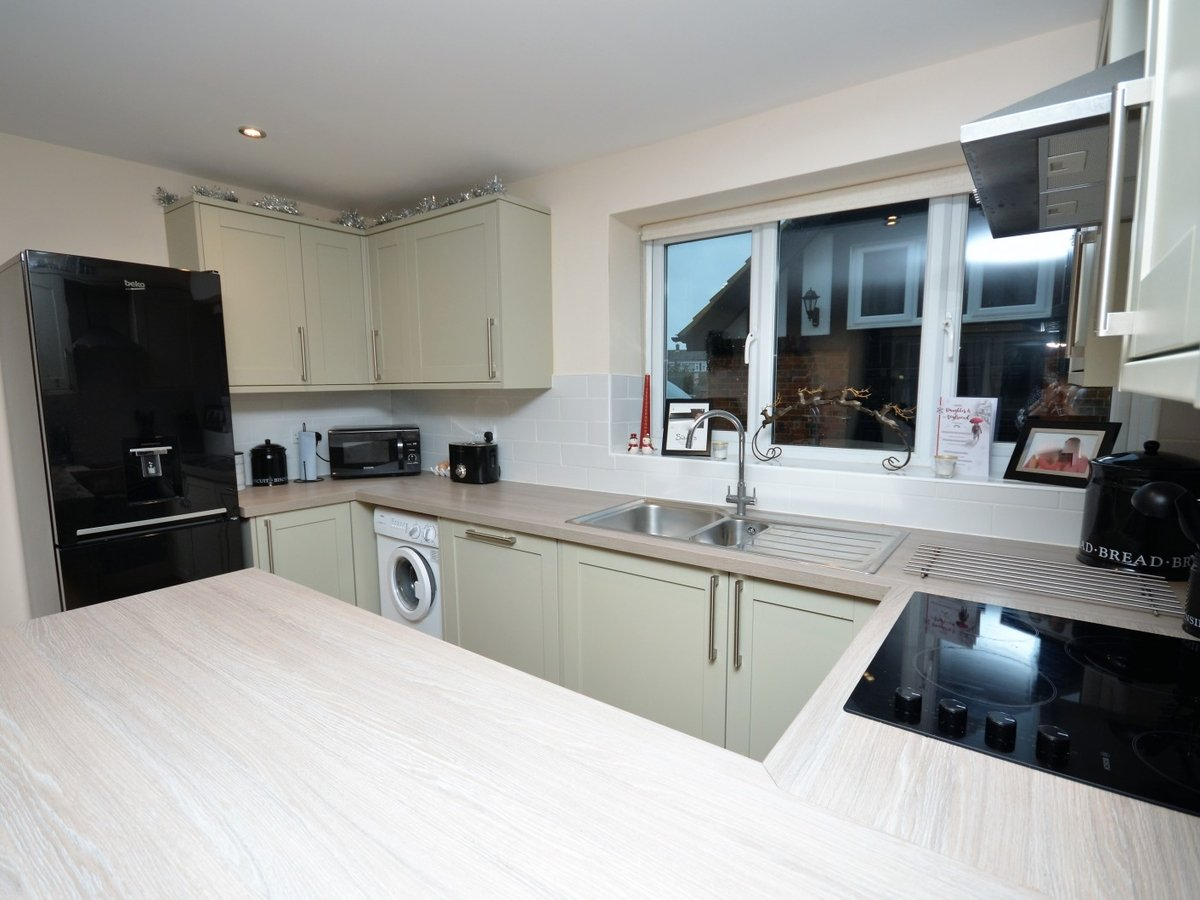 2 bedroom  Flat to rent in Whitchurch - Slide 10