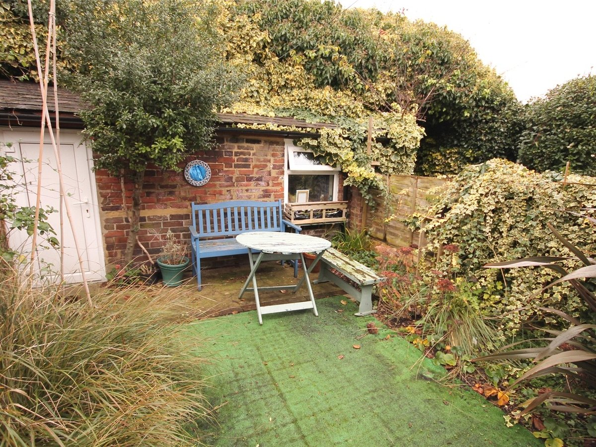 2 bedroom  House to rent in Buckinghamshire - Slide 6