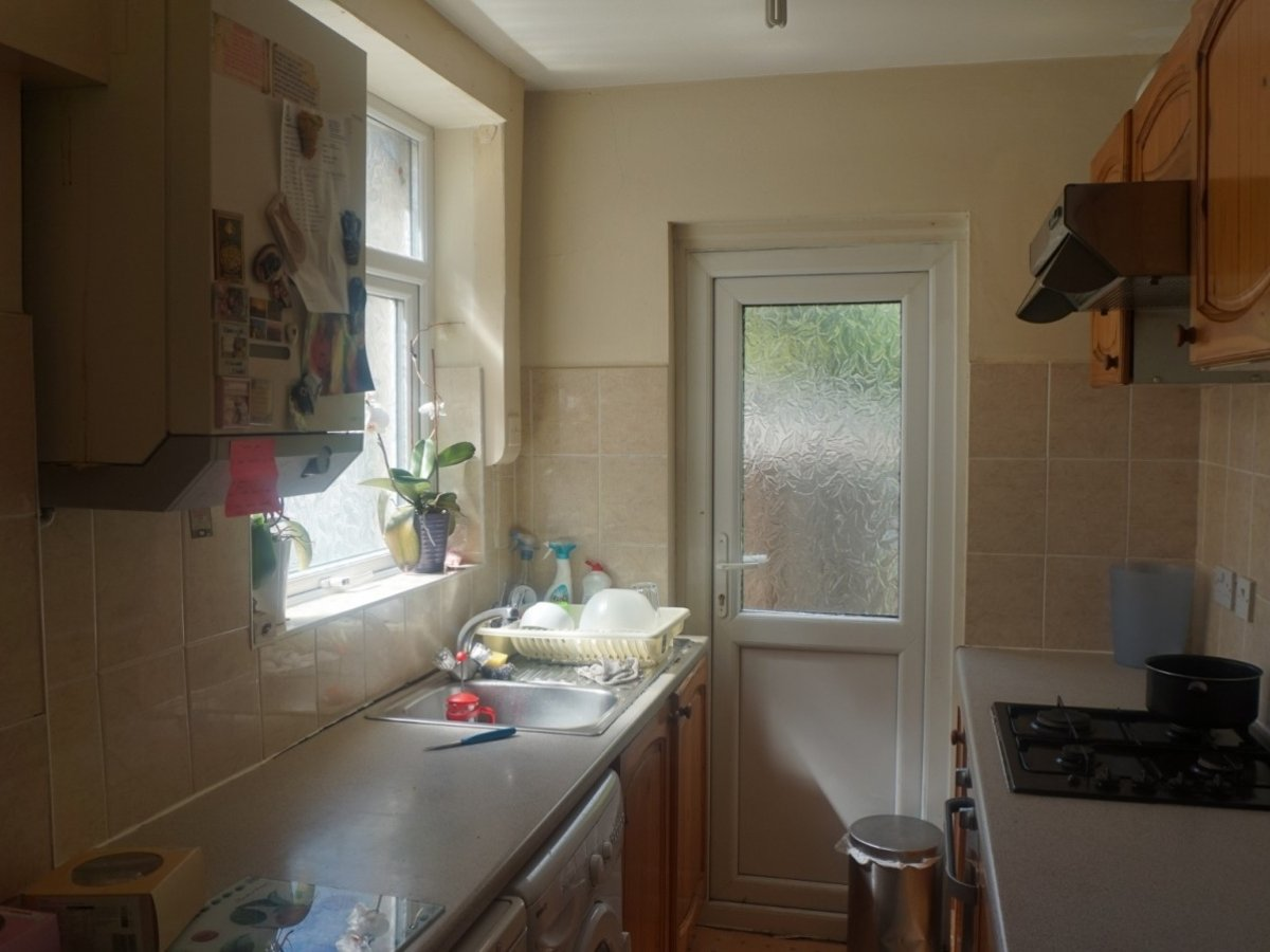 3 bedroom  House to rent in West Harrow - Slide 4