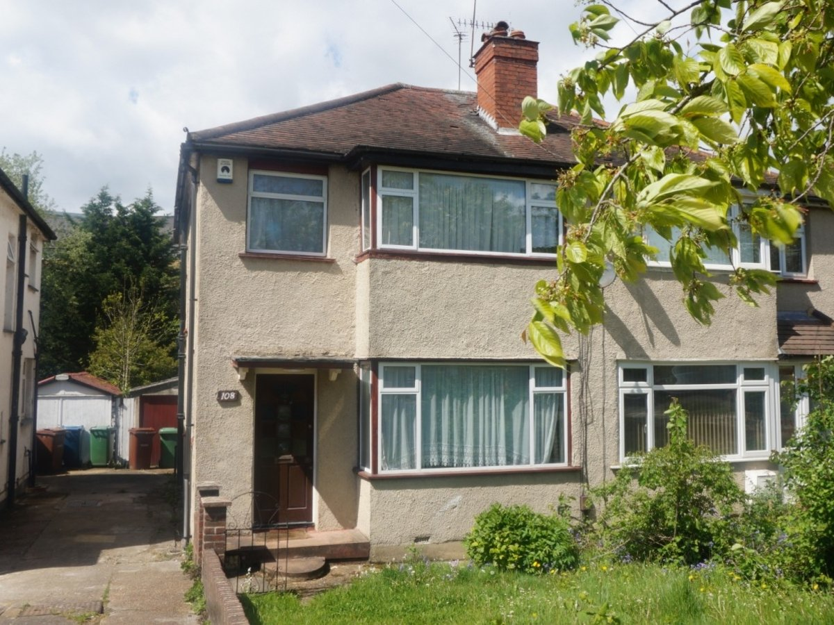 3 bedroom  House to rent in West Harrow - Slide 1