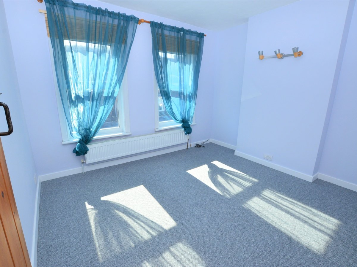 2 bedroom  SemiDetachedHouse to rent in Dunstable - Slide 9
