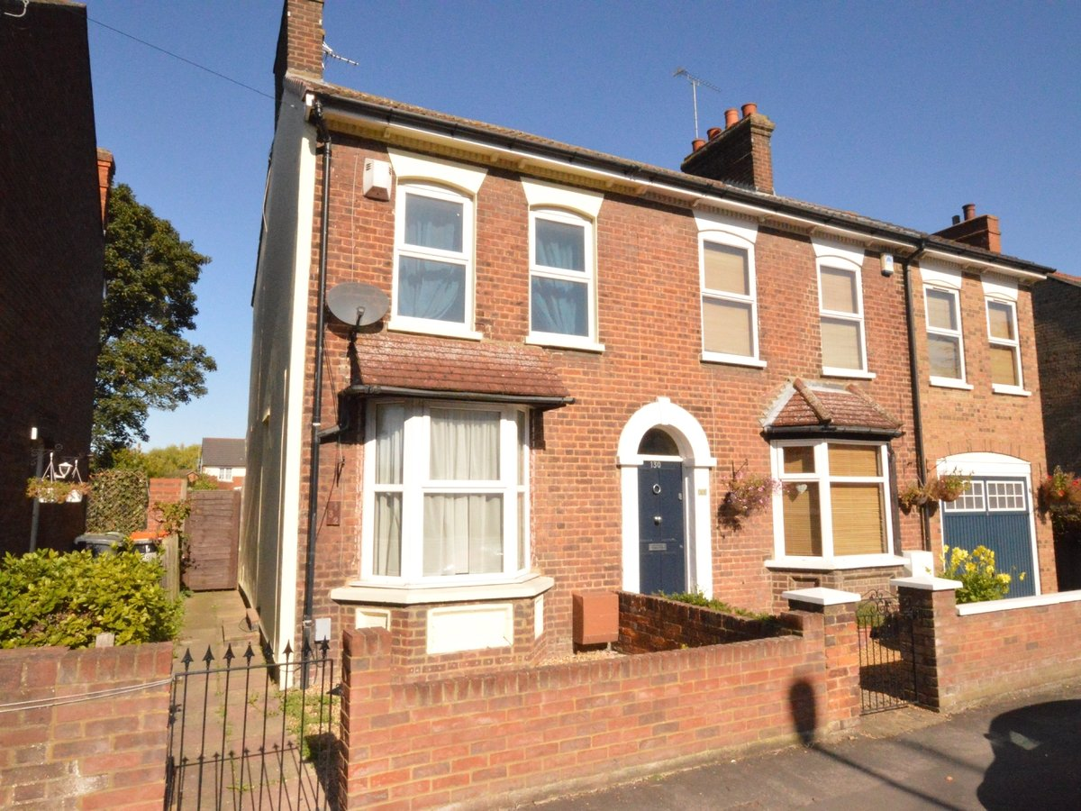 2 bedroom  SemiDetachedHouse to rent in Dunstable - Slide 1