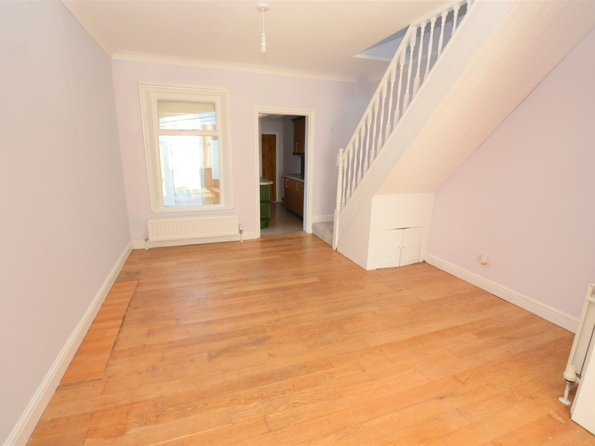 2 bedroom  SemiDetachedHouse to rent in Dunstable - Slide 7