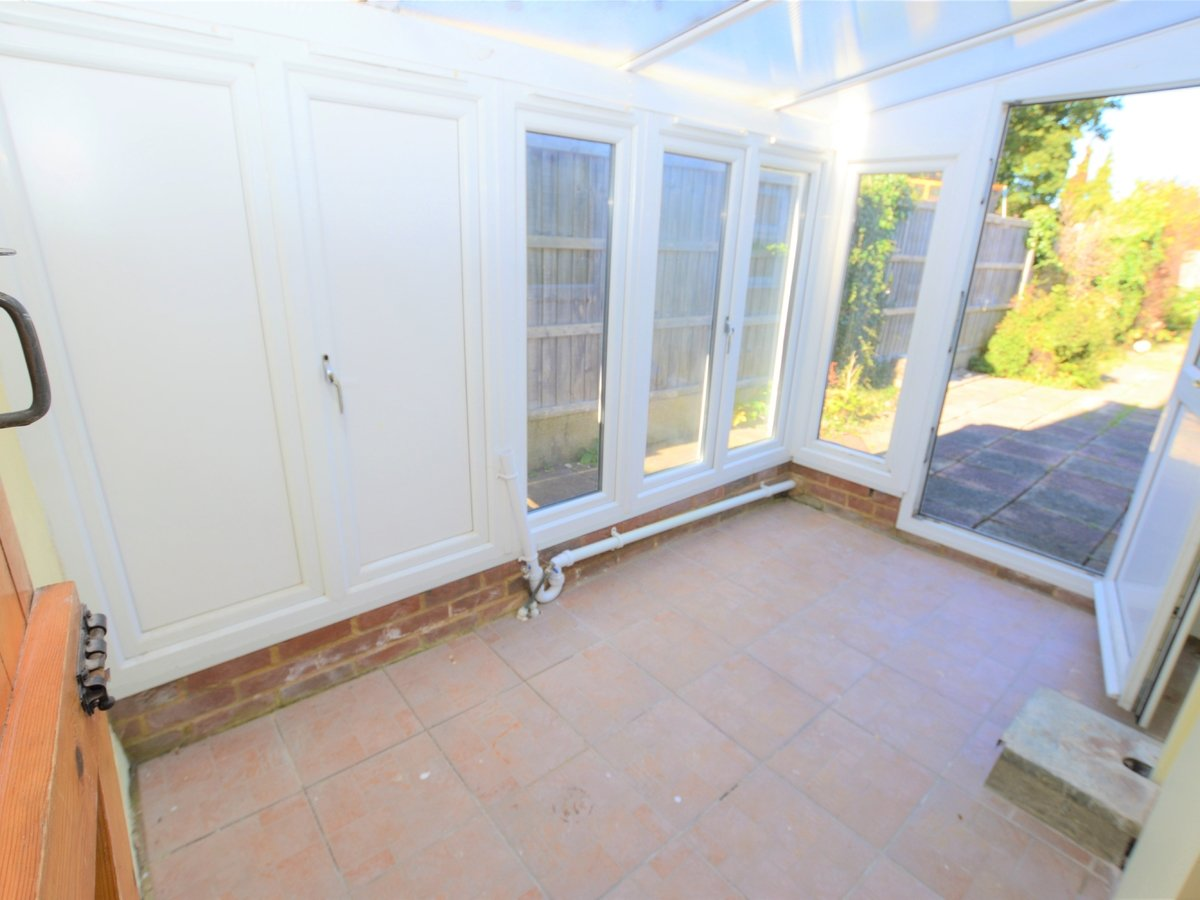 2 bedroom  SemiDetachedHouse to rent in Dunstable - Slide 8