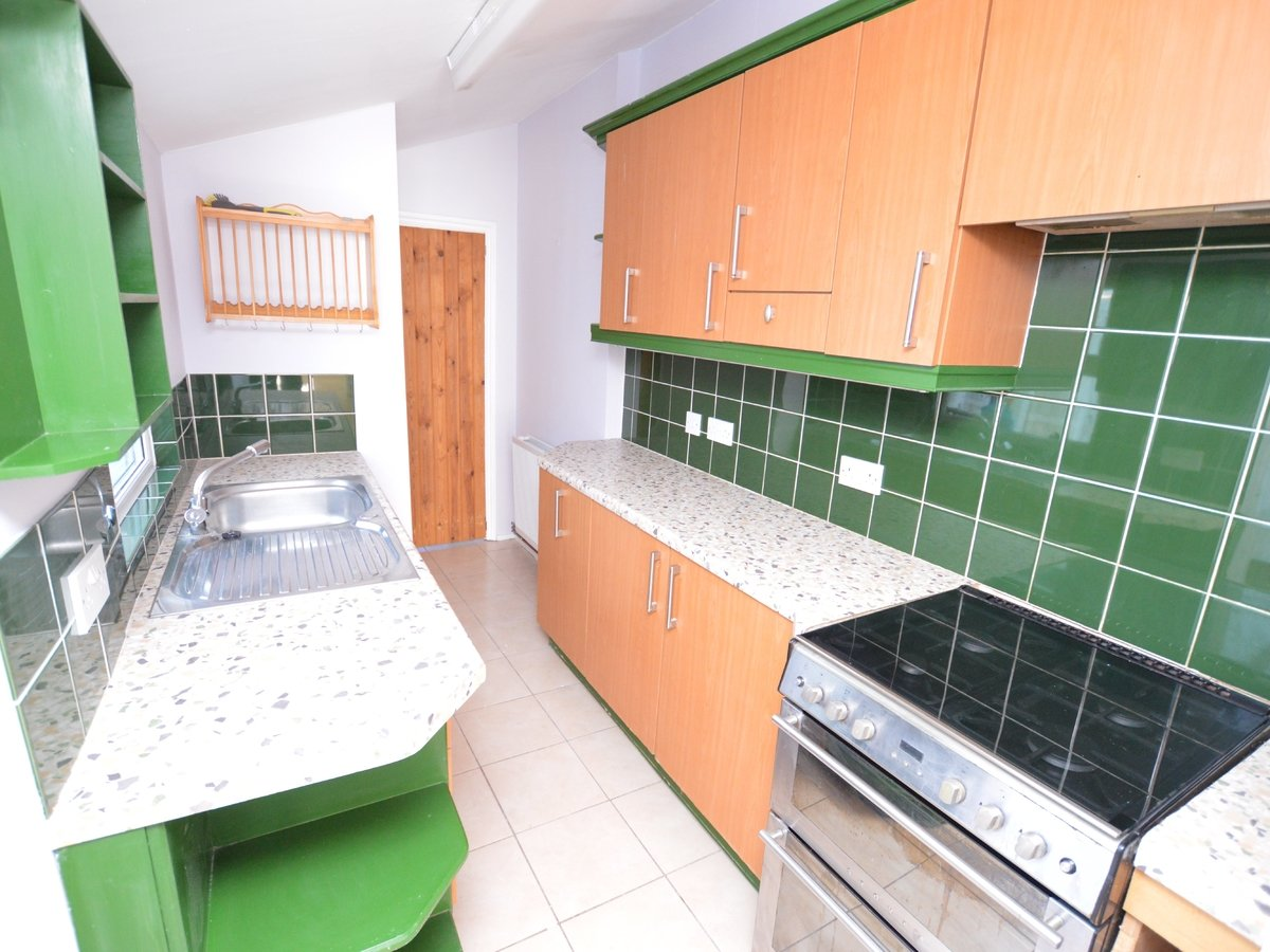 2 bedroom  SemiDetachedHouse to rent in Dunstable - Slide 4