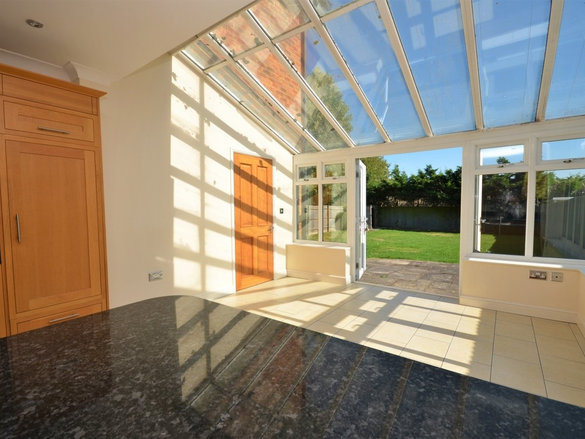 4 bedroom  House to rent in Weston Turville - Slide 5