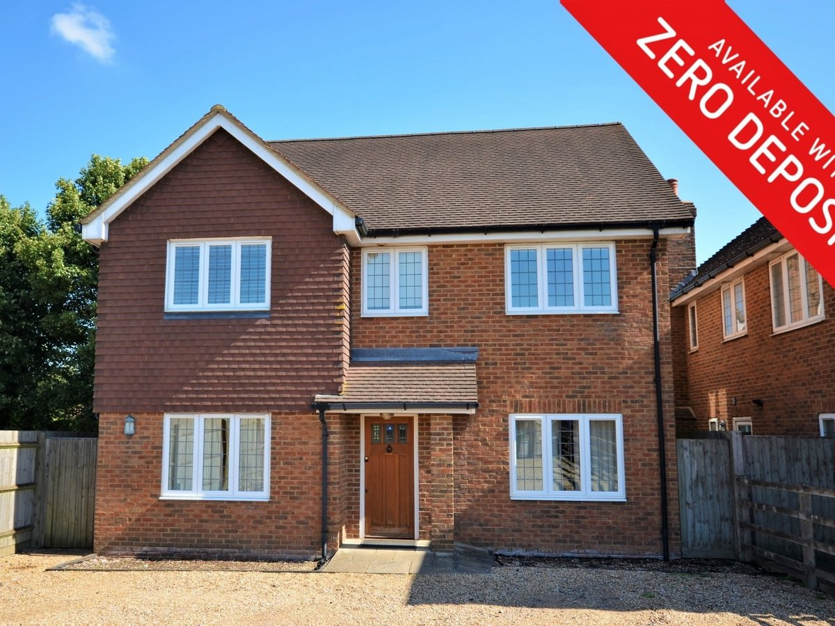 4 bedroom  House to rent in Weston Turville - Slide 1