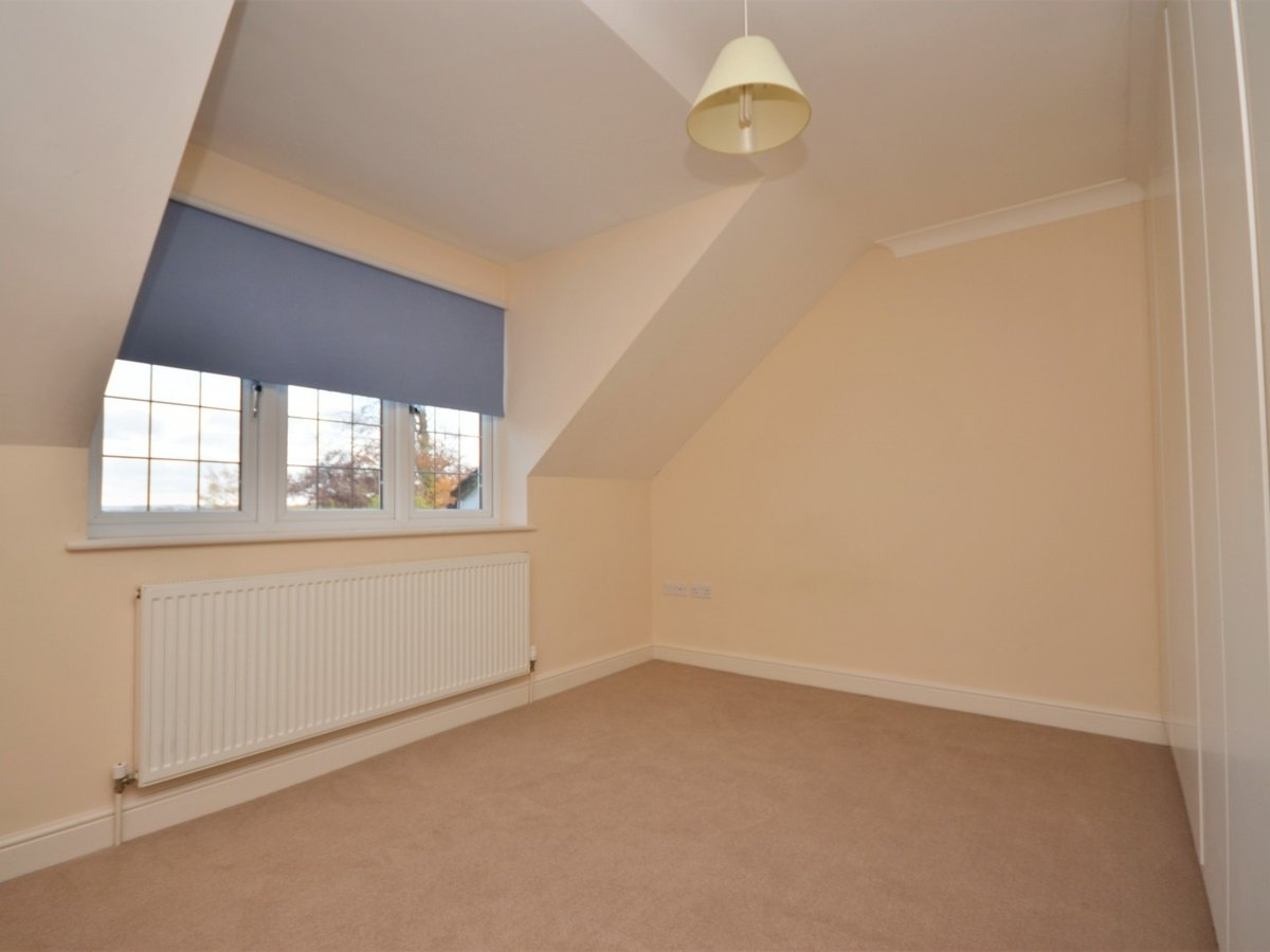 4 bedroom  House to rent in Weston Turville - Slide 16