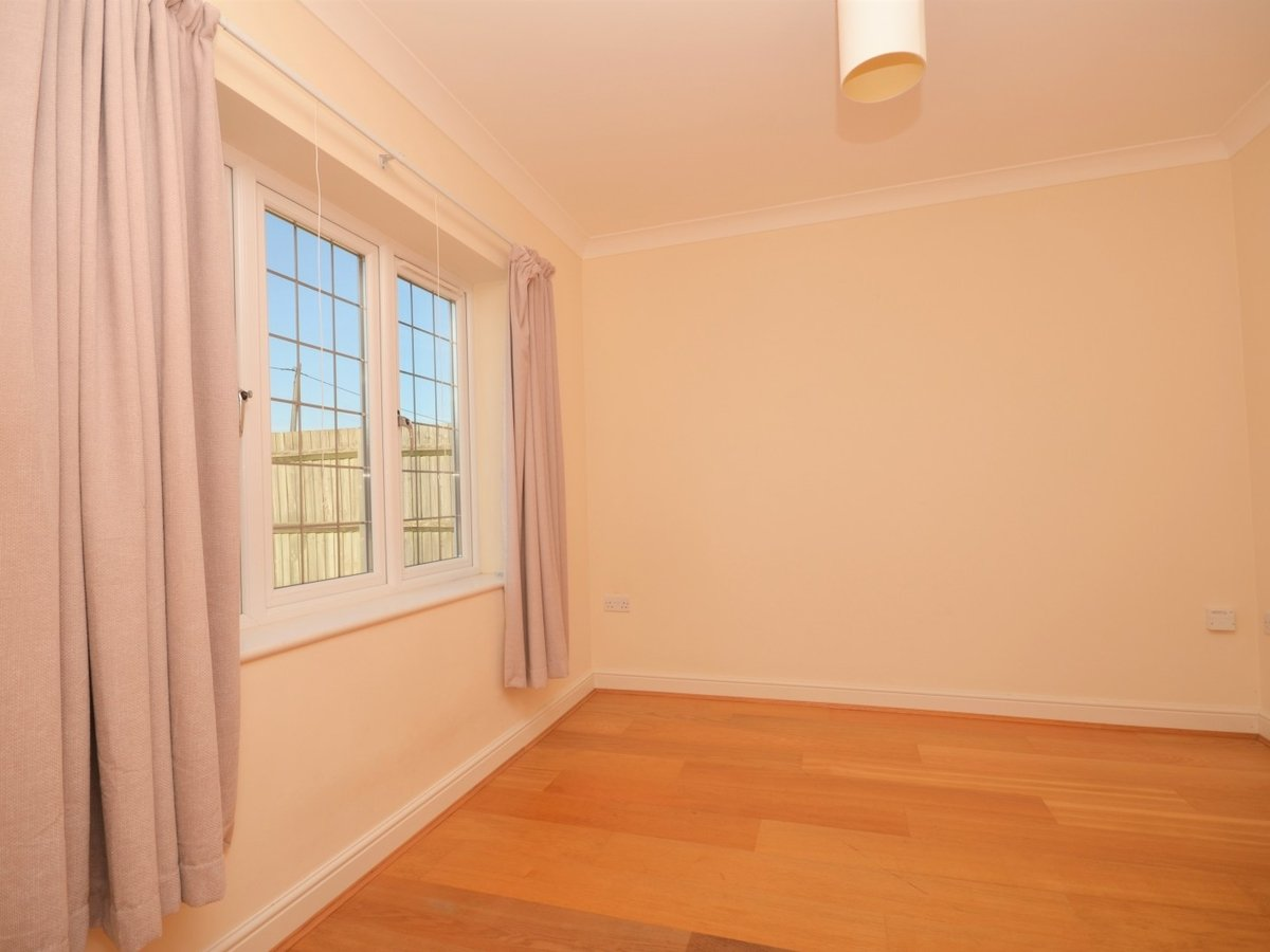 4 bedroom  House to rent in Weston Turville - Slide 9
