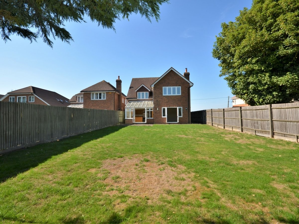 4 bedroom  House to rent in Weston Turville - Slide 21