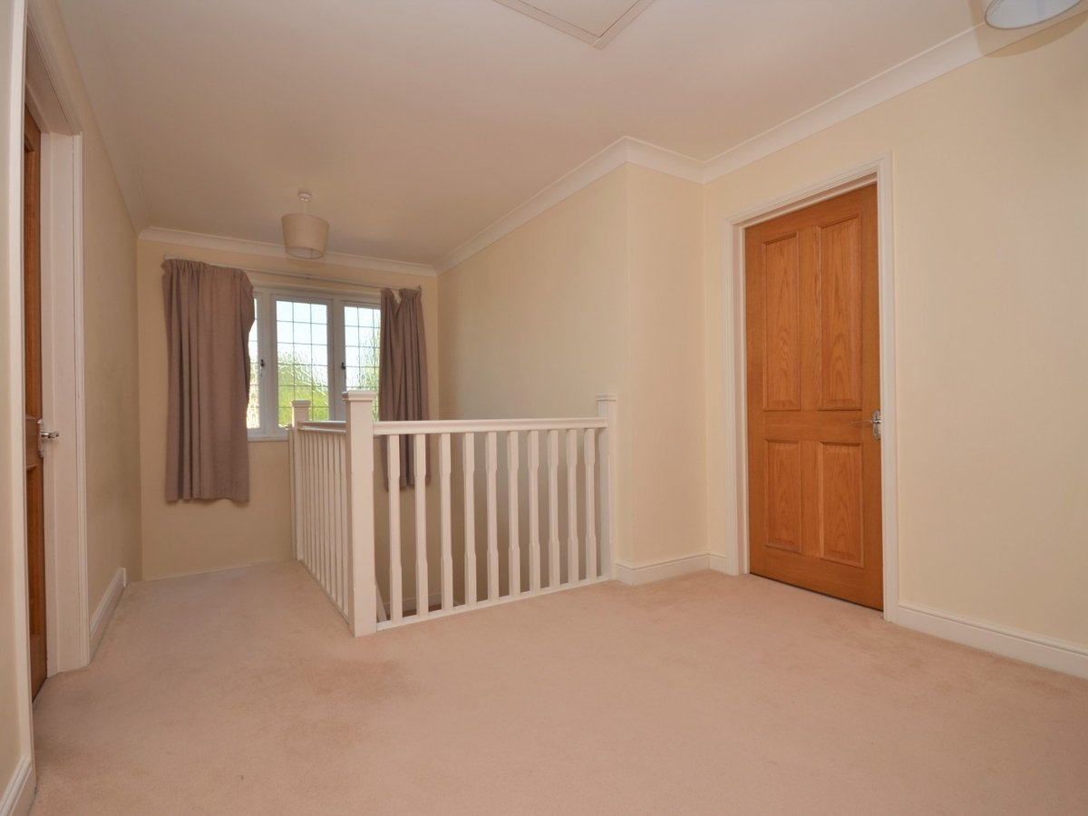 4 bedroom  House to rent in Weston Turville - Slide 10
