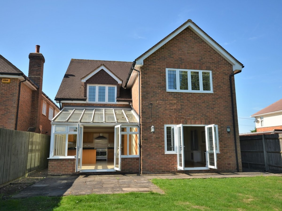 4 bedroom  House to rent in Weston Turville - Slide 20