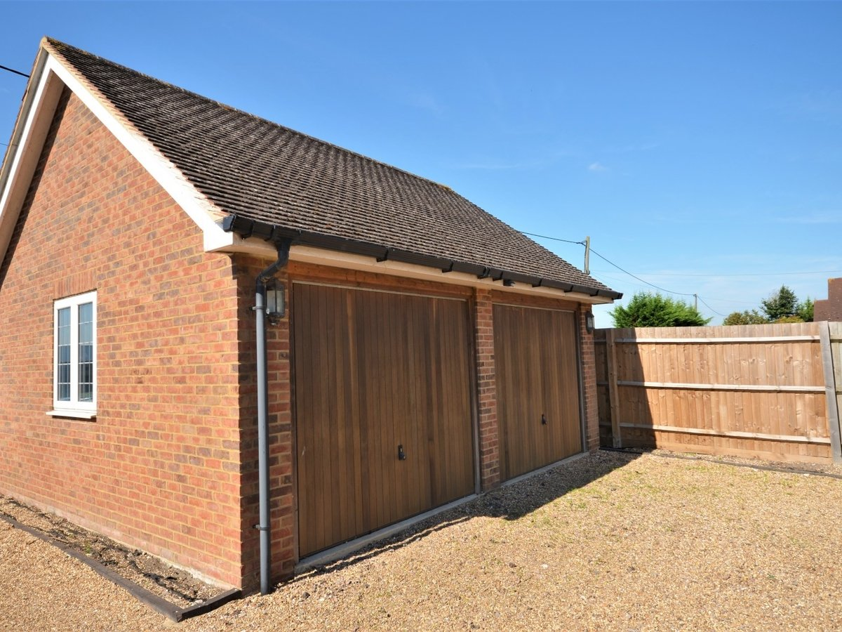 4 bedroom  House to rent in Weston Turville - Slide 23