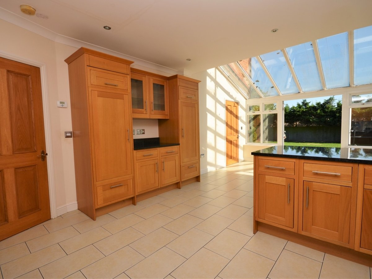 4 bedroom  House to rent in Weston Turville - Slide 6