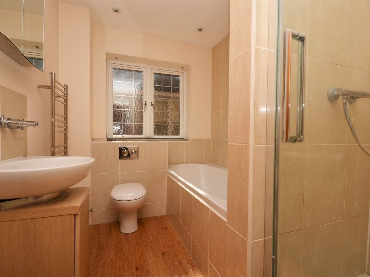 4 bedroom  House to rent in Weston Turville - Slide 17
