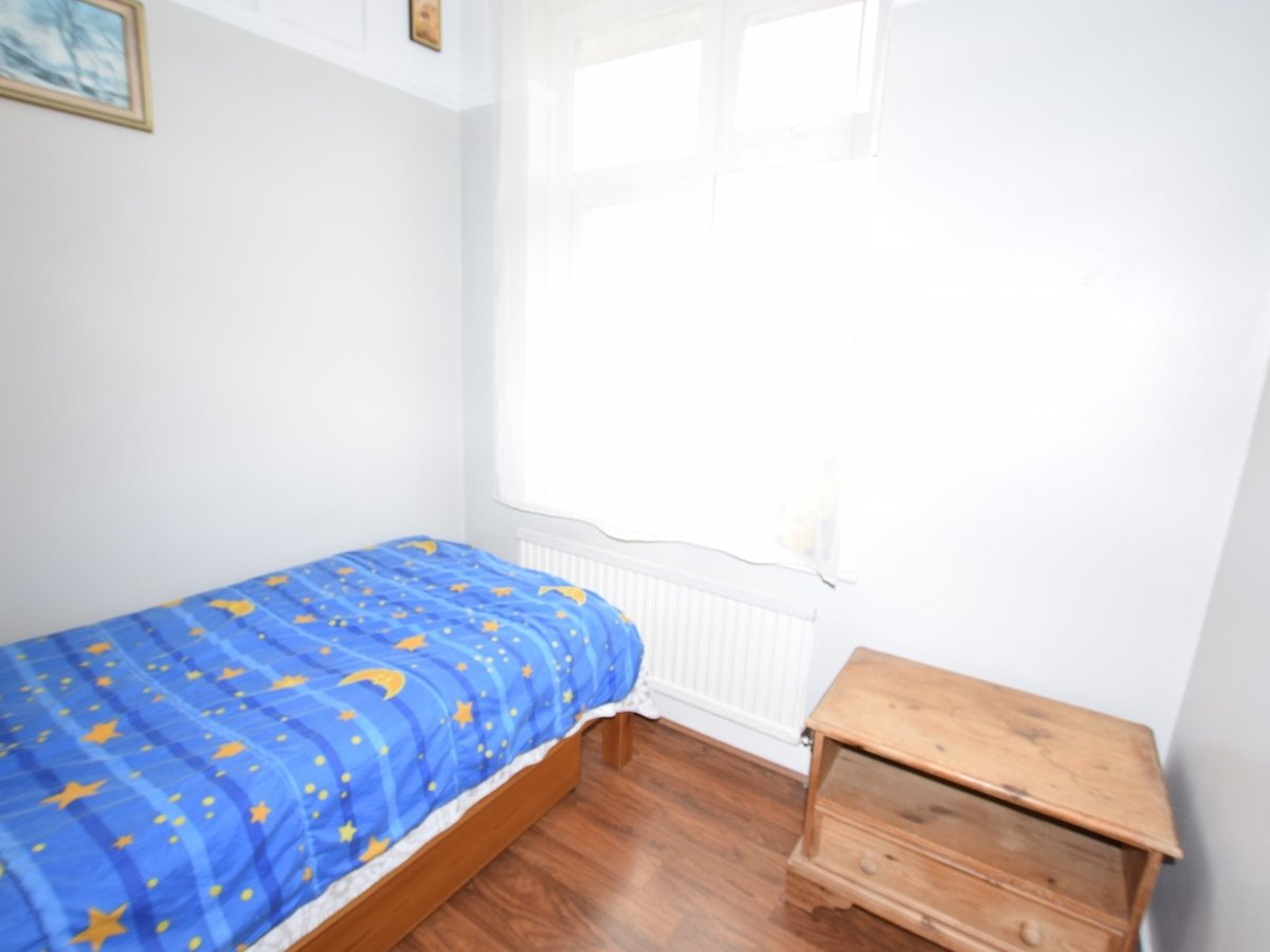 3 bedroom  House to rent in Harrow - Slide 10
