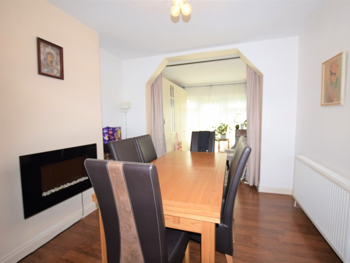 3 bedroom  House to rent in Harrow - Slide 4