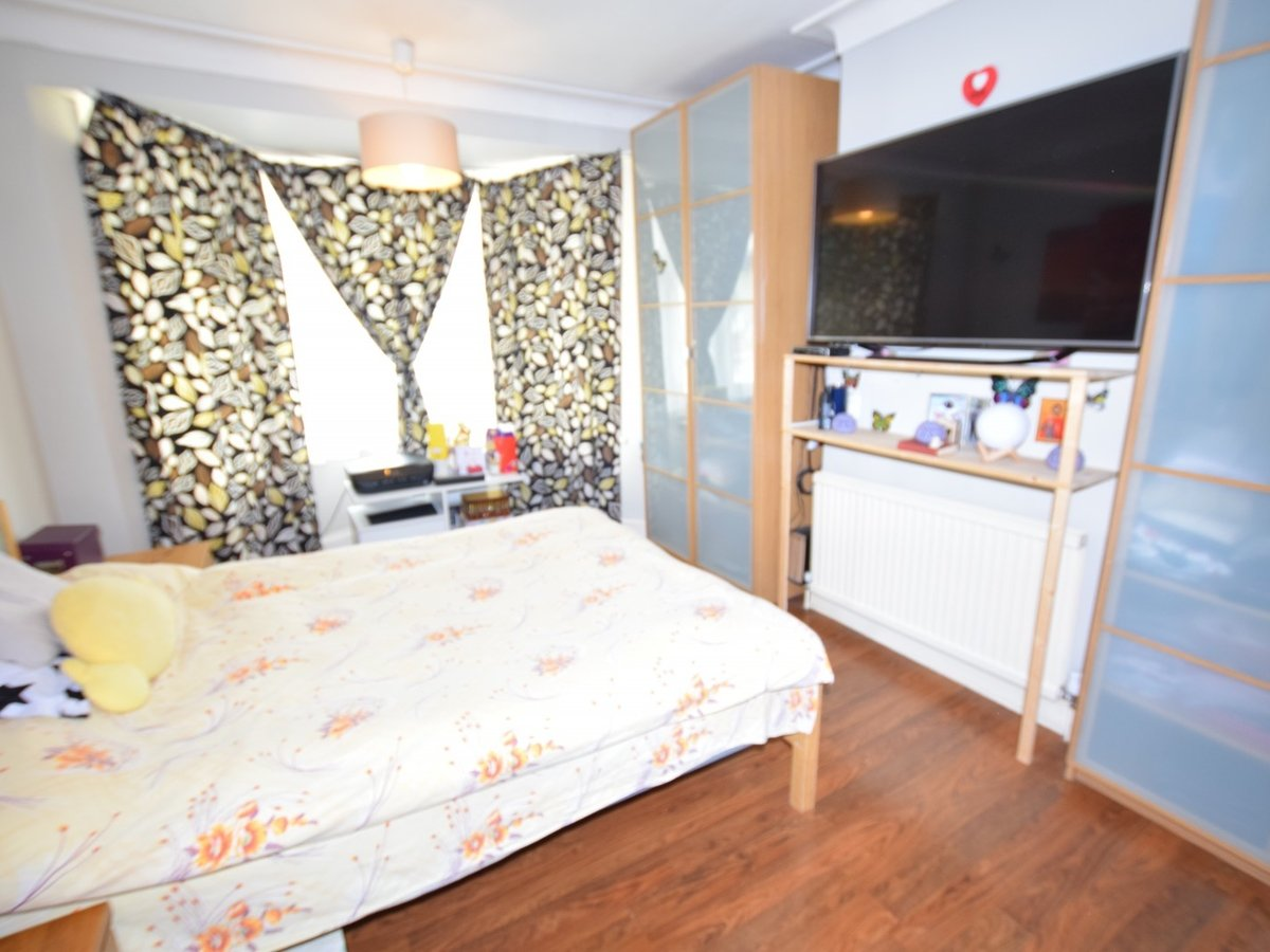 3 bedroom  House to rent in Harrow - Slide 9